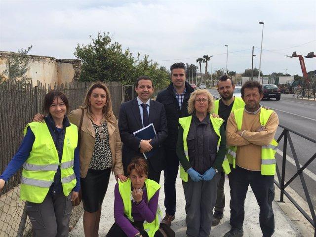 El PFEA mejora la carretera entre Viator y El Alquián.