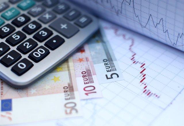 Euros y una calculadora.