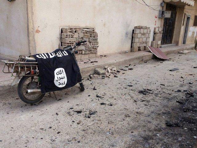 Bandera de Estado Islámico en la ciudad siria de Palmira