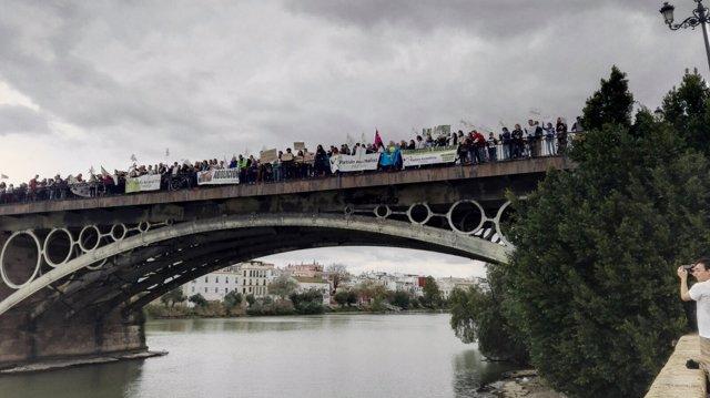 Protesta antitaurina en Sevilla