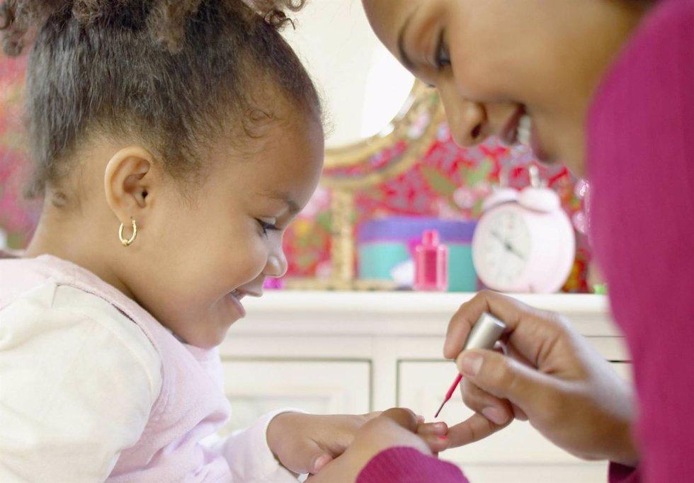 Niñas uñas madres e hijas
