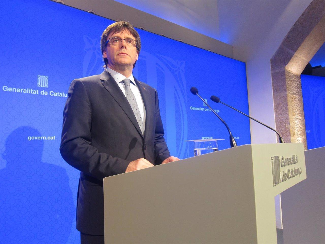 El presidente de la Generalitat, Carles Puigdemont, en rueda de prensa