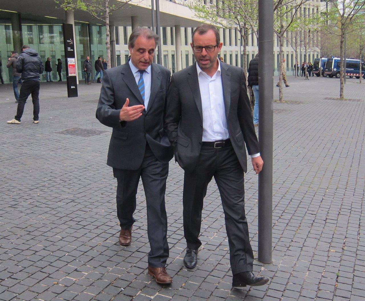 El abogado Pau Molins acompaña a Sandro Rosell a la ciudad de la justicia