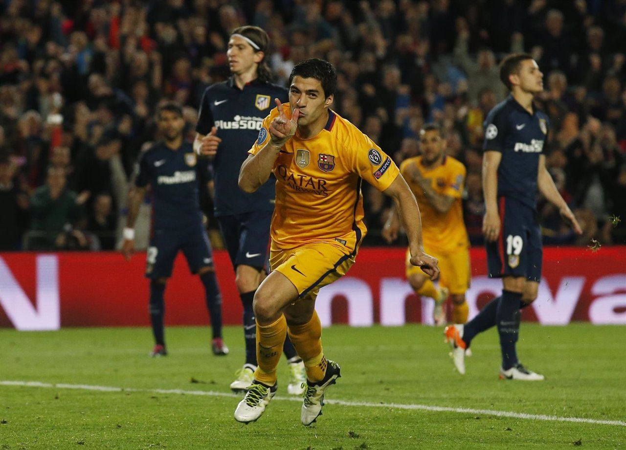 Luis Suárez celebra su doblete ante el Atlético