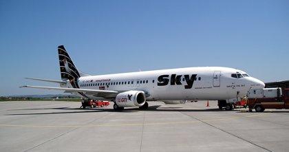 La aerolínea chilena Sky Airline suspende todos sus vuelos por una huelga
