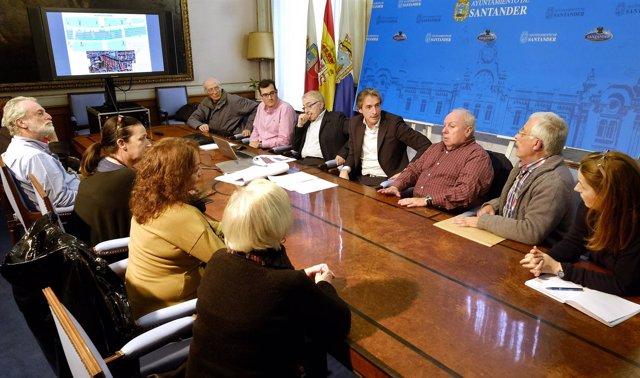 Reunión con vecinos y comerciantes del entorno de la calle Cervantes