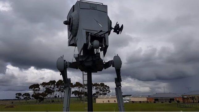 Réplica a tamaño real de una máquina de guerra de la Guerra de las Galaxias