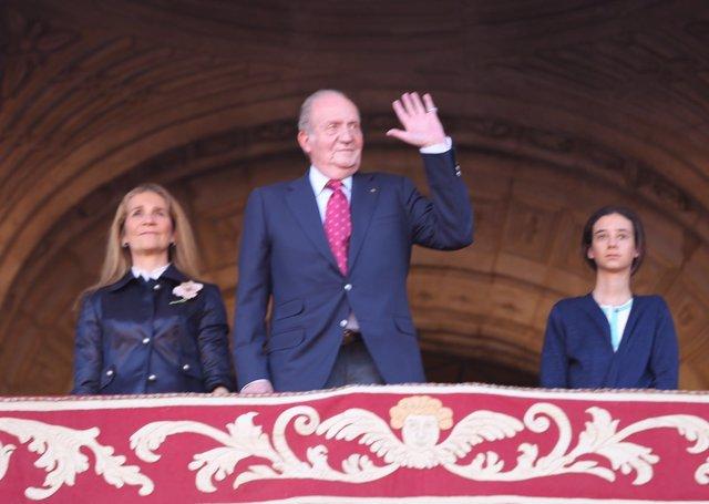 El Rey Juan Carlos asiste a los toros en la Real Maestranza de Sevilla