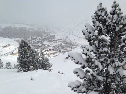 Alierta desea que el Pirineo aragonés sea el mayor centro de esquí de España
