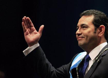 El presidente de Guatemala visita El Salvador en busca de la unión aduanera