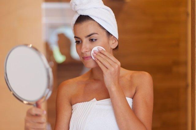 C mo hacer una la limpieza facial en casa - Hacer limpieza en casa ...