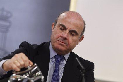 """De Guindos: """"Yo creo al ministro Soria y tiene toda mi confianza"""""""