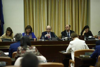 El Congreso cita a Montoro el día 20 para que explique los papeles de Panamá