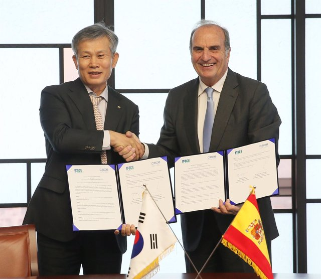 La CEOE firma un acuerdo con la patronal coreana