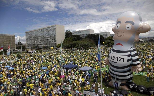 Manifestación contra Rousseff y Lula da Silva en Brasil