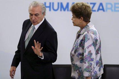 """Rousseff acusa a Temer de orquestar un """"golpe"""" tras la grabación del vicepresidente"""