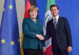 Merkel ofrece a Peña Nieto colaborar en la investigación por el caso de los 43 'normalistas'