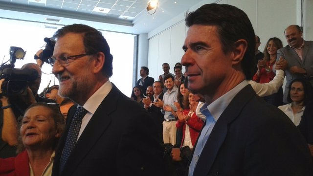 Mariano Rajoy y José Manuel Soria en un acto de campaña en Tenerife