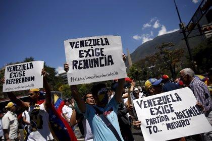 """La oposición convoca una """"gran movilización nacional"""" contra Maduro"""
