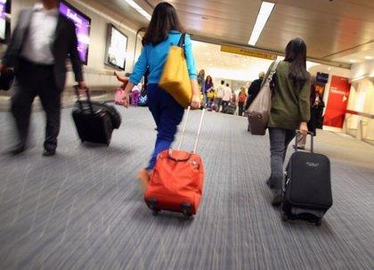 Detienen en México a una abuela por llevar a su nieto en una maleta
