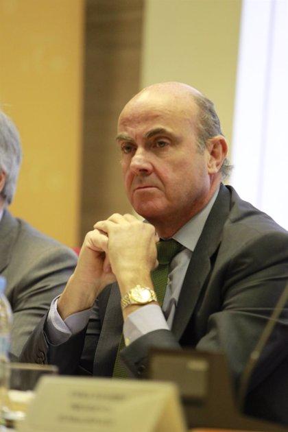 """Guindos """"tendrá en cuenta"""" las opiniones del FMI, Bruselas y de partidos políticos"""