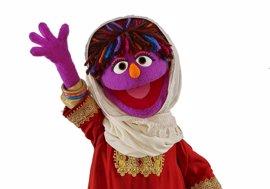 Zari, la primera teleñeco afgana llega a Barrio Sésamo