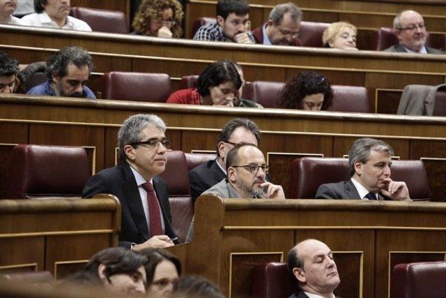 Diputados de Democracia y Libertad en el hemiciclo