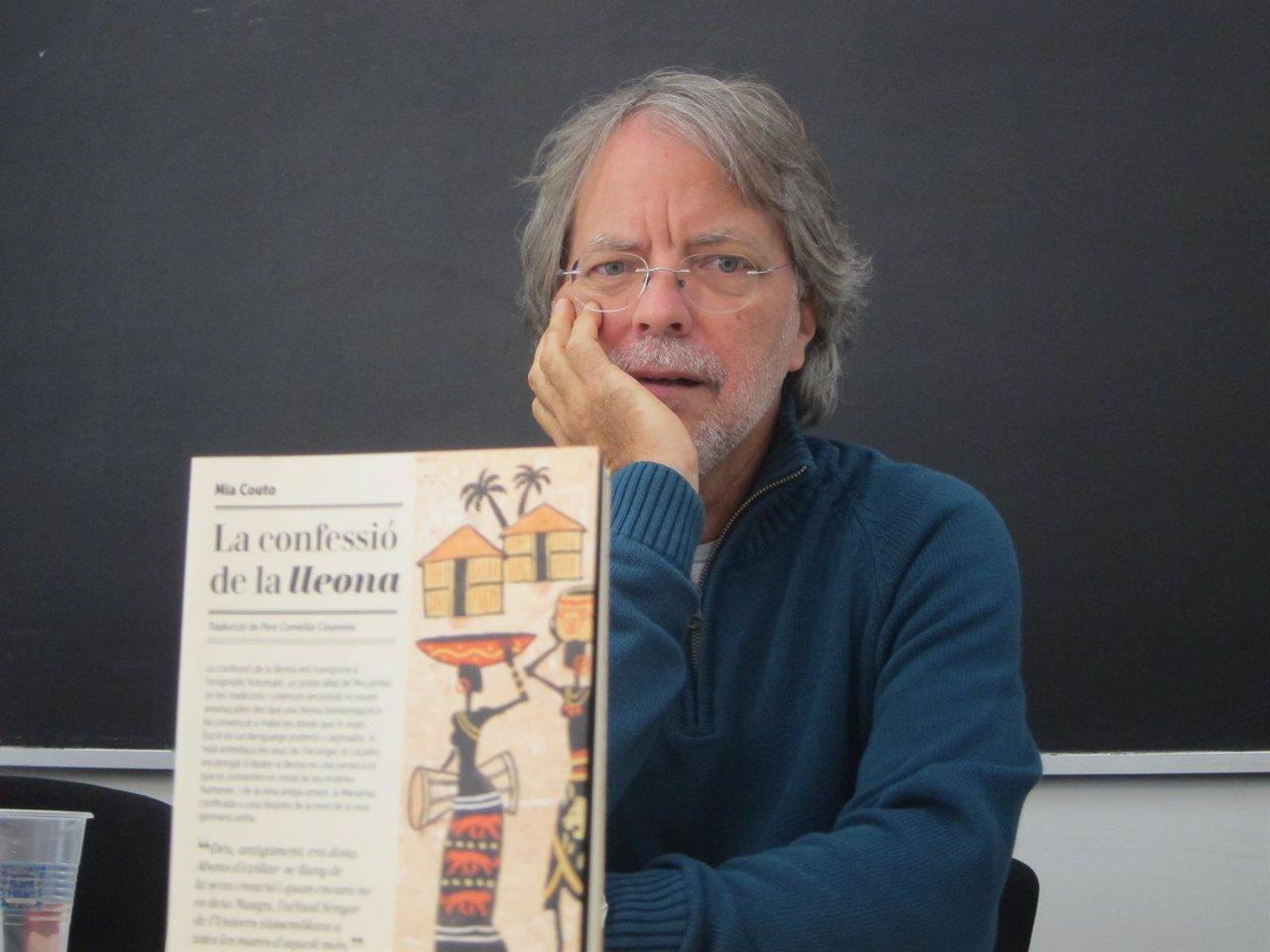 El escritor Mia Couto