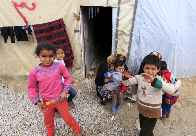 Niños sirios refugiados en el Valle del Bekaa, Líbano