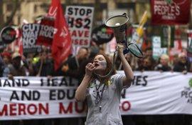 Decenas de miles de manifestantes protestan contra los recortes en Londres