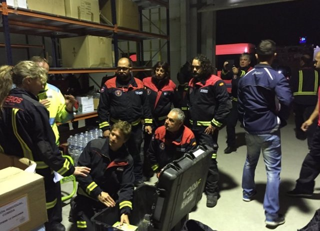Los profesionales del ERICAM, antes de volar a Ecuador