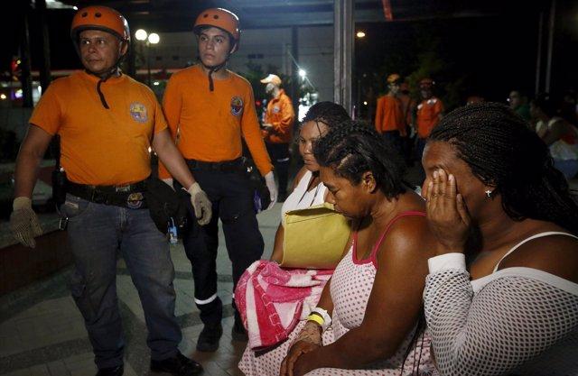 Miembros de rescate en terremoto de Ecuador, abril de 2016