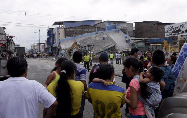 Aumentan las víctimas por el terremoto de Ecuador