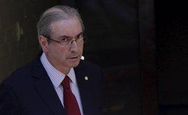 """Cunha dice estar """"feliz"""" por la aprobación al juicio político a la presidenta de Brasil"""