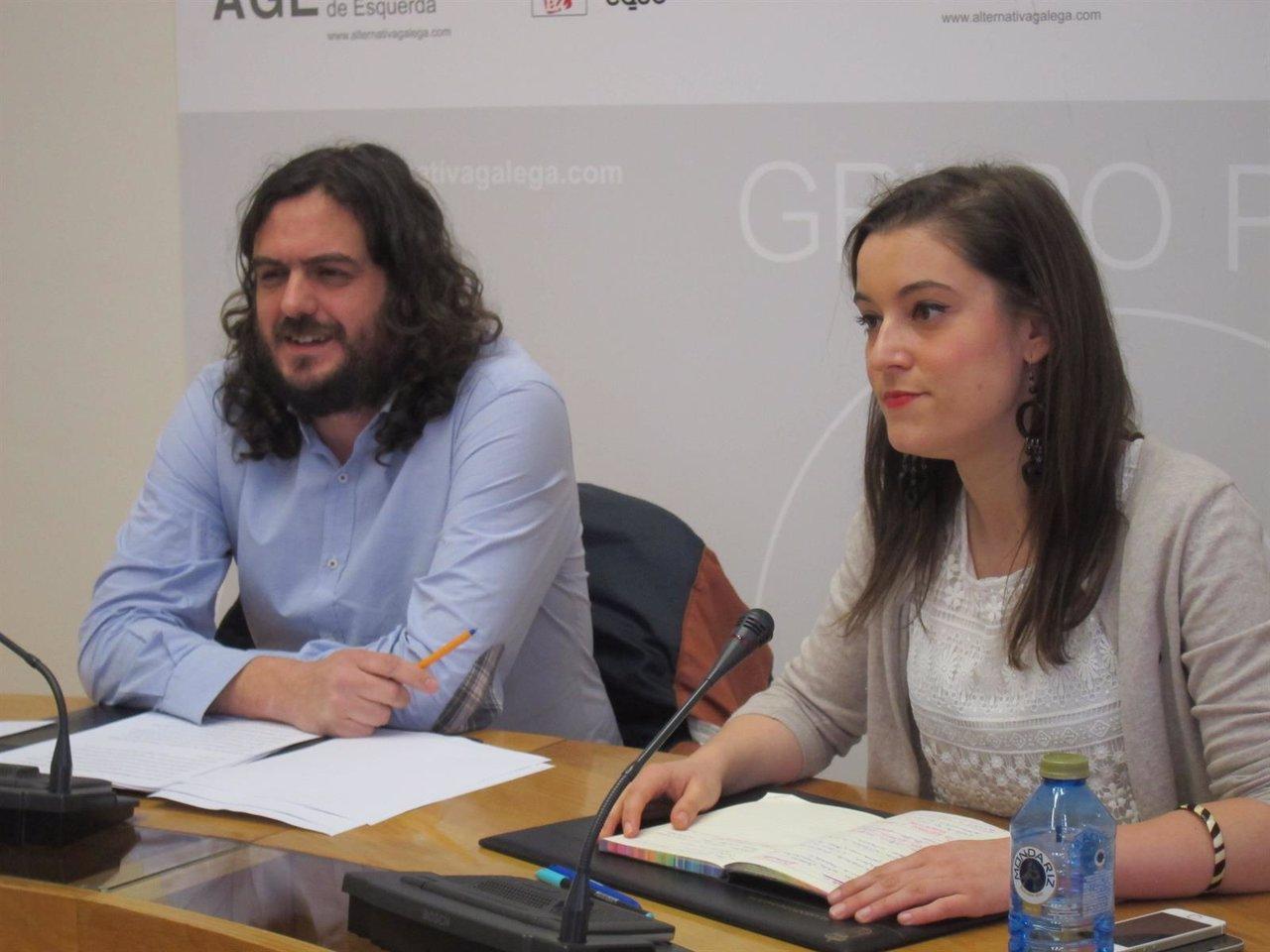 Los diputados de AGE Antón Sánchez y Eva Solla en rueda de prensa