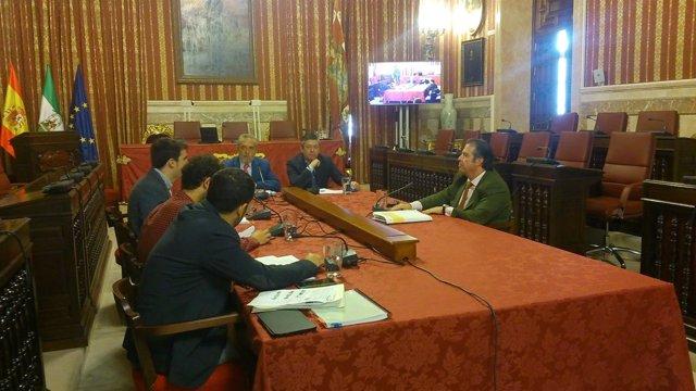 Serrano en la comisión.