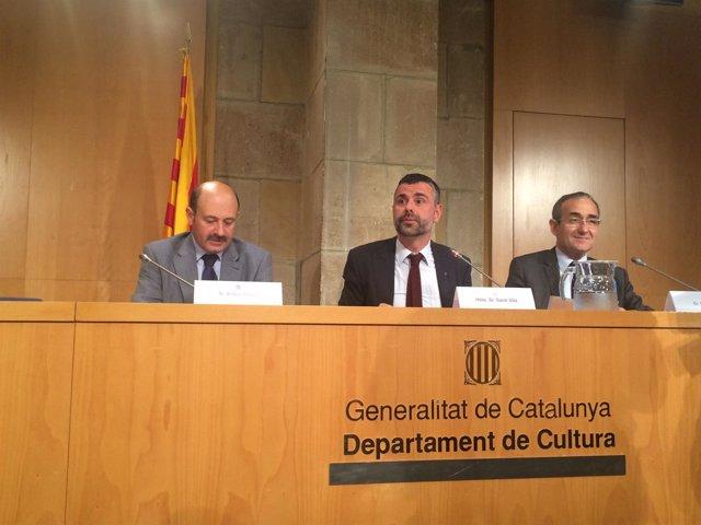 A.Daura (Gremi Llibreters), el conseller S.Vila y P.Tixis (Gremi d'Editors)