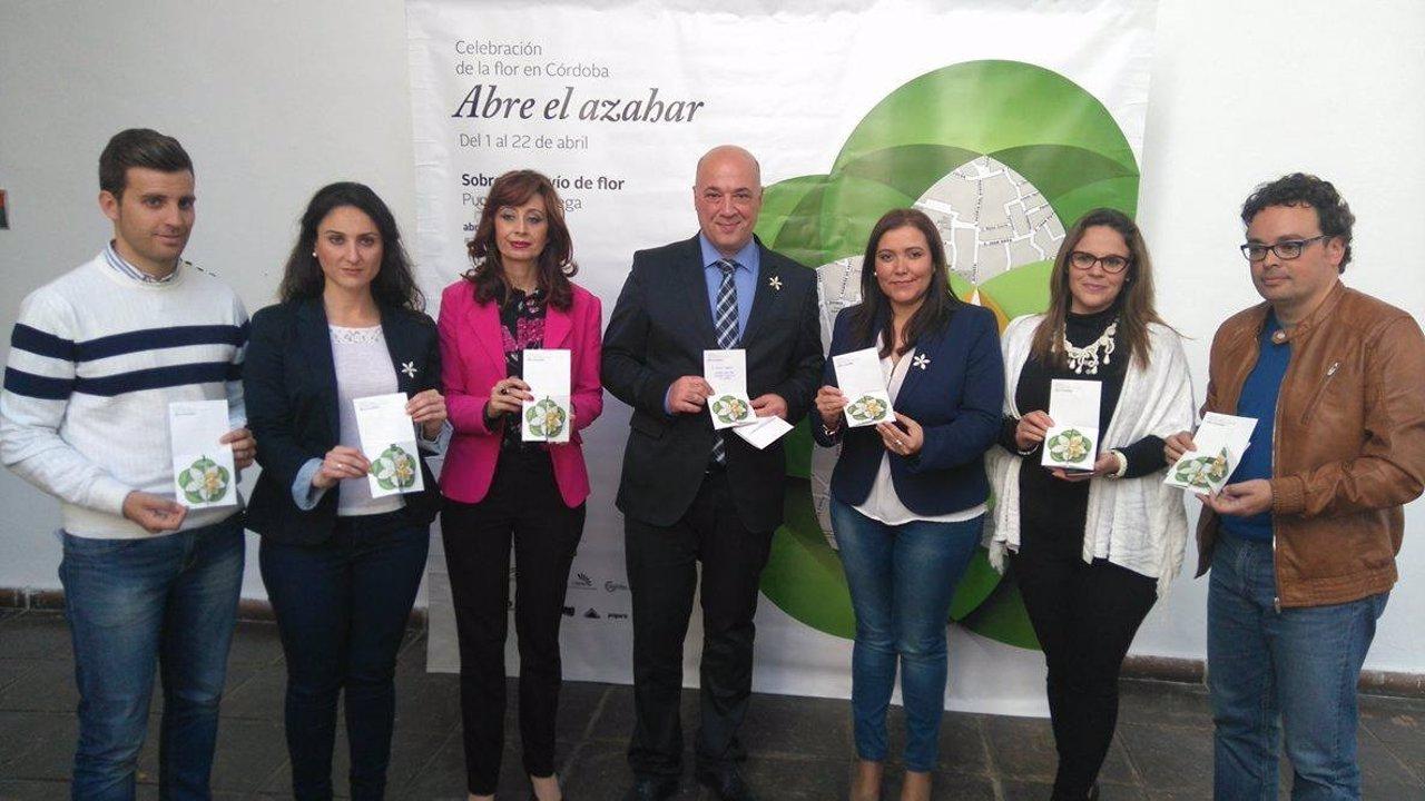 Antonio Ruiz (centro), junto a otros miembros de la Diputación, envía sus cartas