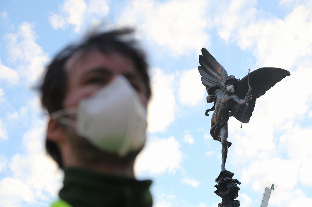 Mascarillas en estatuas de Londres