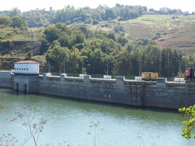 Pantano y presa del Ebro