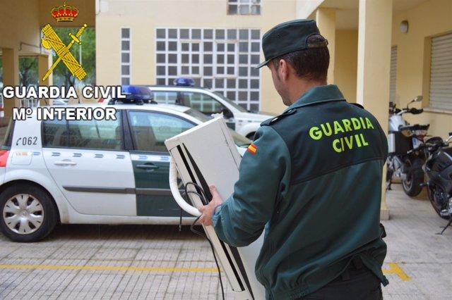 La Guardia Civil esclarece el robo de 17 televisores de un hotel