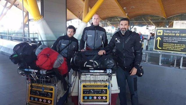 Los bomberos rumbo a Ecuador
