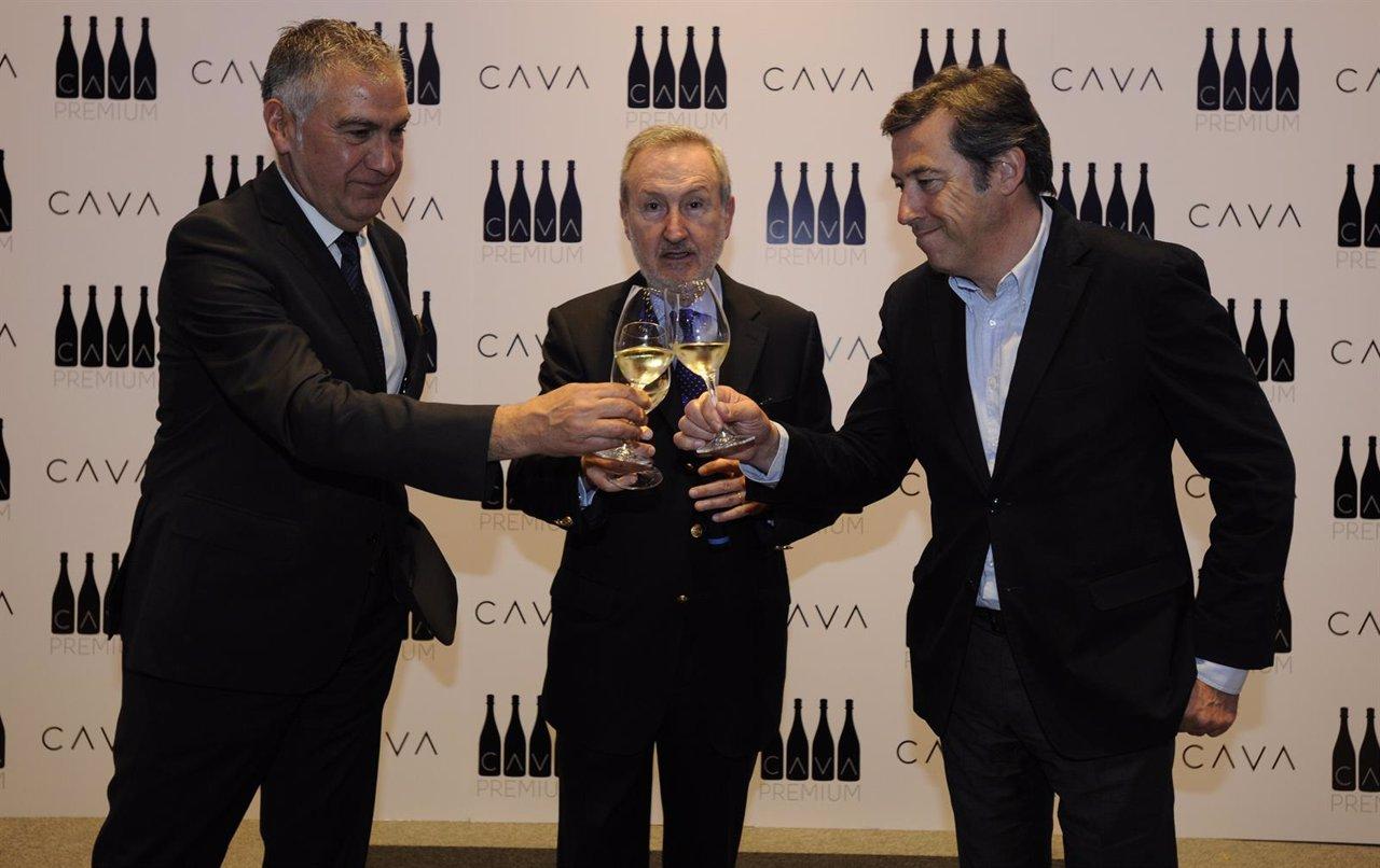 Damián Deas, Pedro Bonet (Consejo Regulador de la DO Cava) y Josep Elías