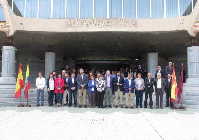 Minuto de silencio en la Asamblea por Ecuador
