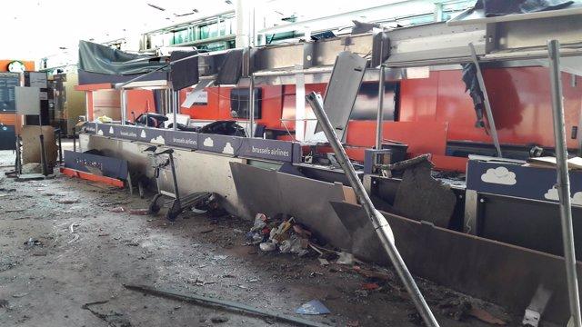 Interior del aeropuerto de Bruselas-Zaventem tras las explosiones