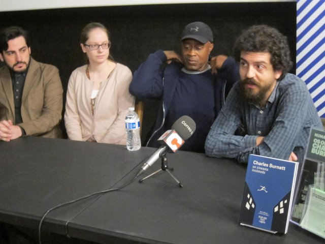 El cineasta Charles Burnett, este lunes, en la sala Numax de Santiago