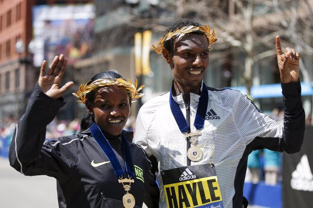 Atsede Baysa y Lemi Berhanu Hayle Maratón Boston