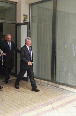 Enrique Cerezo a la salida de los juzgados de Estepona