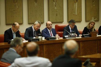 """Guindos dice que la nueva senda de déficit sólo se ha """"comentado"""" con Bruselas"""