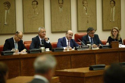 """Guindos dice que Aznar """"tiene todo el derecho del mundo"""" a querellarse contra Hacienda"""